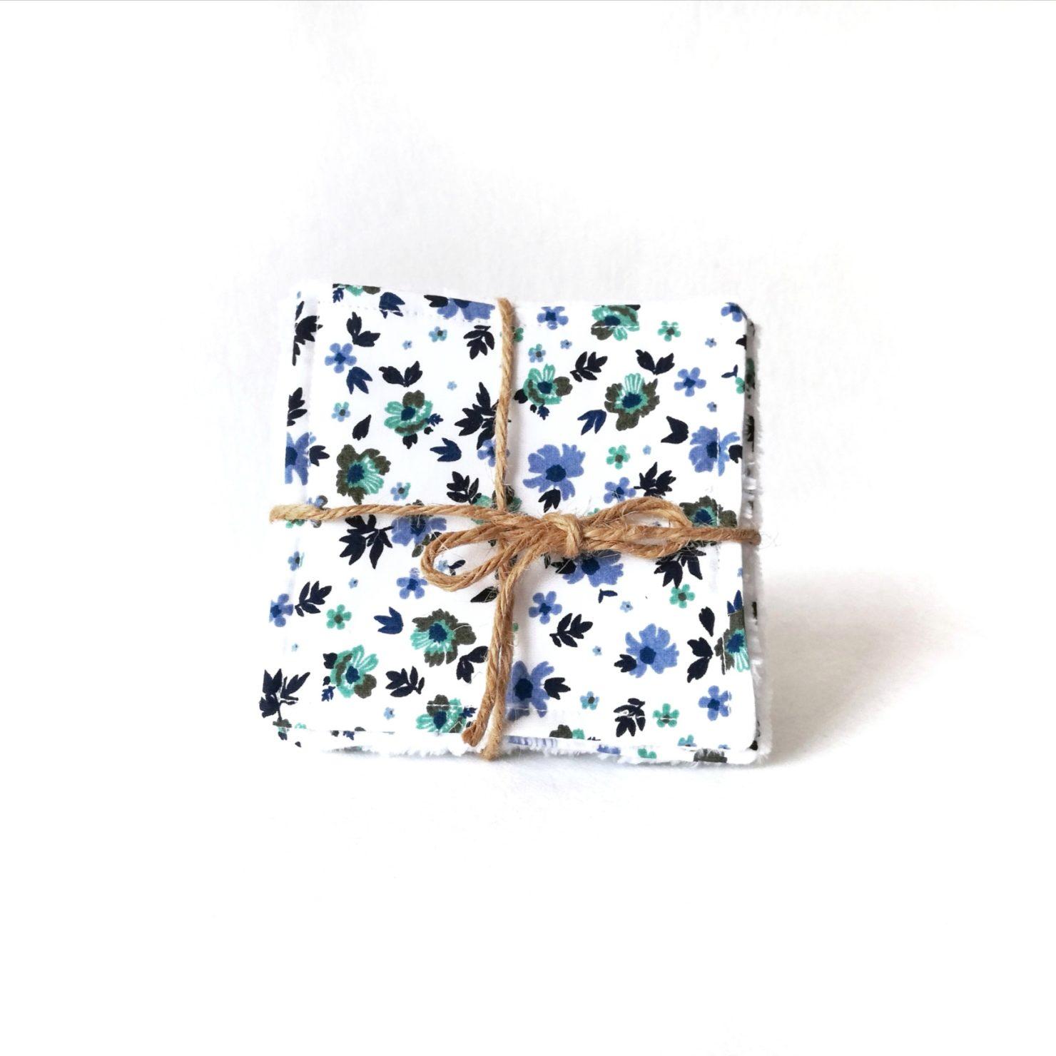 lingettes faites mains fleurs bleues